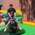 Fiatal srác rodeó bikán